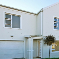 Ideal Living,Walking Distance to Beach