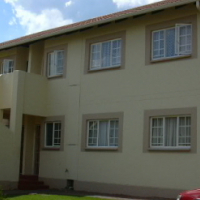 CENTURION: – To Let. 3 Bed Townhouse in sec complex (ground unit)  – undercover parking; large sitti