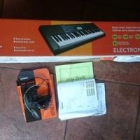 Casio CTK-2300 Electronic Keyboard. 61 Keys