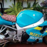 K2 Suzuki gsxr 1000 stripping for spares