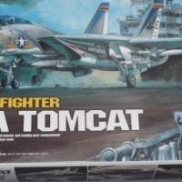 MODEL KIT - U.S. NAVY FIGHTER F-14A TOMCAT 1/48TH SCALE