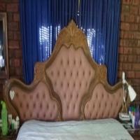 Pragtige kopstuk met bedkassies wat kan verstel
