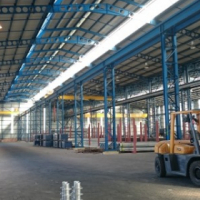 MASSIVE 3000sqm OPENPLAN WAREHOUSE/offices/OVERHEAD CRANE on very large yard, TO LET!!