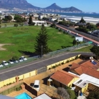 Milnerton (near Lagoon Beach 300 meters from the sea) Large two bedroom garden/granny flatlet.