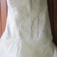 FOR SALE: Beautiful pre-loved wedding gown
