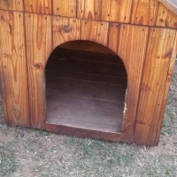 Dog house still good as new - Large