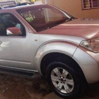Nissan Pathfinder 2005 4 x 4