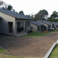 SPACIOUS 3-BEDROOM TOWNHOUSE IN UVONGO