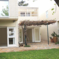 SUNNY SECURE QUIET THREE BEDROOM TOWNHOUSE WITH STUDY AND ENCLOSED GARDEN IN FOREST GLADE, TOKAI