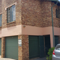 3 bedroom 2 bathroom 2 lockup garages in hennopspark close to schools
