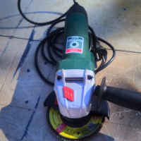 BOSCH Angle Grinder (115mm) 700w