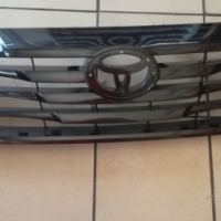 Toyota Hilux 2011- Grille