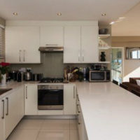 Luxurious, 1-bedroom apartment in Mouille Point