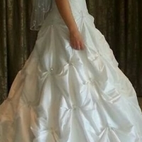 Wedding dress for sale. fits 32-36