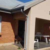 STUNNING TOWNHOUSE IN MONTANA GARDENS - 3 BEDROOM 2 BATHROOM 2 GARAGES