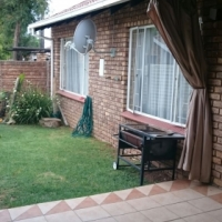 2 Bedroom, 1 bathroom townhouse in security complex in Elardus Park Pretoria.