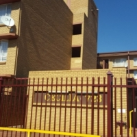 Two and a half bedroom flat to rent in Pretoria Gardens - N460