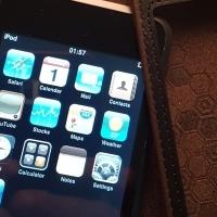 Apple ipod 8 GIG blue tooth earphones plus 2 mp3 players