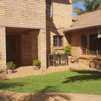 STUNNING DOUBLE STOREY HOUSE IN ANNLIN - 3 BEDROOM 3 BATHROOM 2 GARAGES