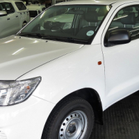 IMMACULATE 2015 TOYOTA HILUX 2.0 VVTI WITH CANOPY