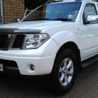 2006 2.5 Diesel Nissan Navara Double Cab with Canopy for Sale