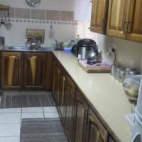 Mooi 3 slaapkamer siersteen meenthuis. R 7700