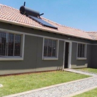 REAL HOUSES FOR REAL PEOPLE IN WINDMILL PARK (BOKSBURG