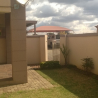 POTCH. B/PARK TOWNHOUSE TO RENT NOW !