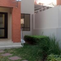 Upmarket & classy STUDIO apartment in Paulshof