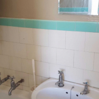 Parktown open plan bachelor flat to let for R4000 with bathroom and kitchen