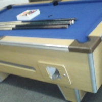 Coin operated pool table with 4cues,2keys and ballls for sale