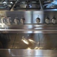6 PLATE GAS/ELECTRIC ELNA STOVE. IMMACULATE CONDITION. INCLUDES  FULL 9KG GAS CYLINDER