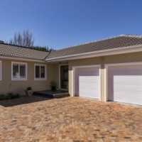 Spacious Family Home Near Schools in Somerset West!!!