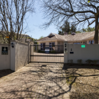 Family home in quiet crescent near Beaumont, Somerset West