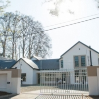 REF NO: 8200 - SMALL 98 m²  OFFICE SPACE IN KLOOF AVAILABLE TO RENT
