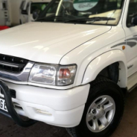 2004 Toyota Hilux 2700i Raider D/C with 298000Km's, Service History, Powersteering
