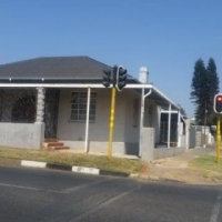 Newly Refurbished- Business property to rent (complete building)- Busy intersection.