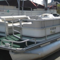 24ft Suncruiser pontoon - Entertain on the water pontoon with friends and family