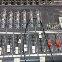 DIXON 8 channel mix and speakers in perfect working condition