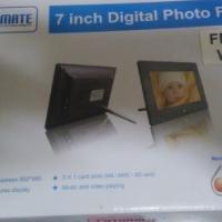 "FotoMate 7"" Digital photoframe for sale"