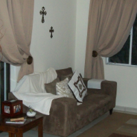 Beautiful 2 bedroom flat to rent - upstairs - Brackendowns Alberton