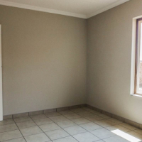 3 bedroom unit to let