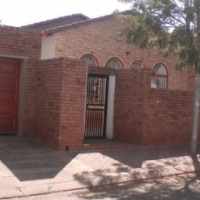 R2700 3 BEDS HOUSE FOR RENT IN PIMVILLE ZONE TWO SOWETO