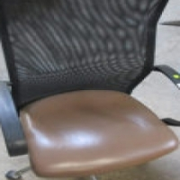 Modern swivel office chair