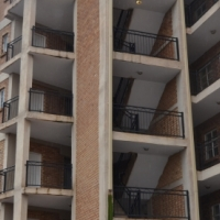 2 Bedroom, 1 Bathroom apartment in secure complex for sale