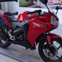 2015 Honda CBR125 (finance available)