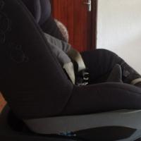 Maxi Cosi Pebble Car Seat & Iso Fix Base