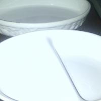 Set of 2 vintage dishes