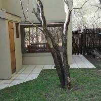Leeupoort Lieflike Dubbelverdiepinghuis met Jacuzzi te huur vir vakansies reg in die bosveld