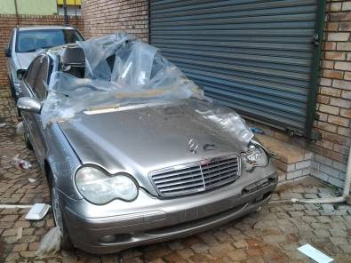 W203 C CLASS STRIPPING FOR SPARES